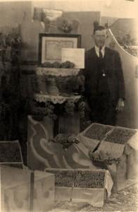 Estande da Família Steck na primeira Festa da Uva, em 1934.