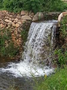 Queda d'água na Fazenda Ribeirão