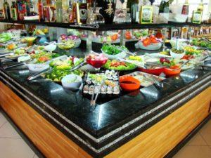 Grande variedade de saladas