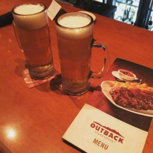Chopp no Outback Steakhouse