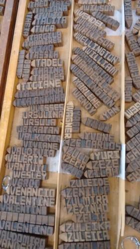 Chaveiros de madeira com nome