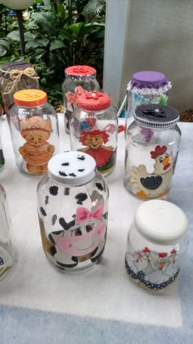 Diversas opções de potes decorados