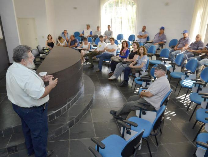 O pesquisador Afonso Peche falou da relação das pessoas com as árvores