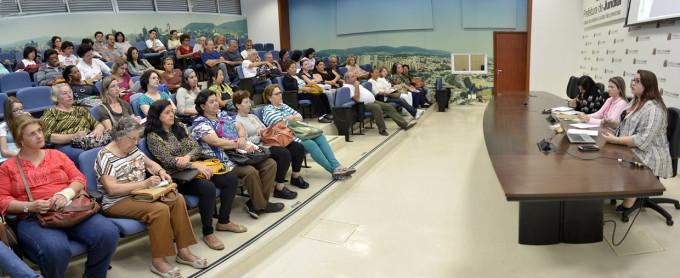 A reunião envolveu mais de 100 participantes no Paço