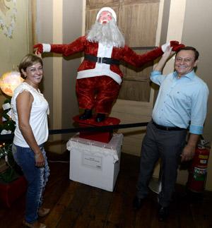 Para Bigardi e Margarete, as lembranças do histórico Papai Noel inflável valorizam o evento