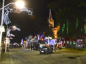 A praça transformou-se com a chegada do Natal Encantado 2014