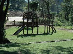 Parque infantil ao ar livre - Casa da Pedra