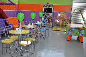 Mesas decoradas do Buffet Infantil Jujuba - Ponte São João