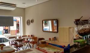 Área interna da loja e cafeteria