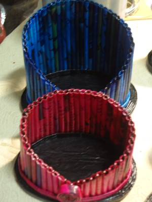 Cachepôs feitos com reciclagem de papel